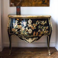 Commode de style Louis XV Roussel, Ateliers Allot, Entreprise du Patrimoine…