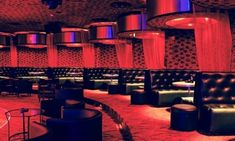QUe puedes encontrar en un club de striptease. #cosasquehacerenbarcelona #cosasqueverenbarcelona #quehacerenbarcelona #stripclubbarcelona #stripclubsbarcelona #clubsbarcelona #nightlifebarcelona #nightclubbarcelona #whattodoinbarcelona #thingstodoinbarcelona Night Club, Night Life, Krakow, Barcelona, Stuff To Do, Strip Clubs, Interior Design, Nightclub, I Found You