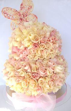 Con rosas muy originales. Tartas originales.