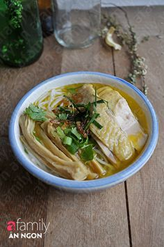 Bun' / Mien' Mang ga` http://afamily.vn/an-ngon/mon-ngon-cuoi-tuan-bun-ga-nau-mang-20120504104351542.chn