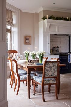 Dining chairs in this cosy kitchen diner are upholstered in a blue and white floral fabric. A traditional feel is created by warm wooden furniture and flagstone floors. Cosy Kitchen, Kitchen Chairs, Sunroom Kitchen, Kitchen Ideas, Upholstered Dining Chairs, Dining Room Furniture, Wooden Furniture, Dining Rooms, Furniture Ideas