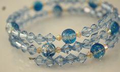 Spiralarmband in Eisblau von Feekollektion auf DaWanda.com