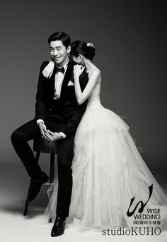 Shin Sung Rok wedding 3 photos for the groom Pre Wedding Poses, Wedding Picture Poses, Wedding Couple Poses, Pre Wedding Photoshoot, Wedding Couples, Korean Wedding Photography, Couple Photography Poses, Foto Wedding, Wedding Bridesmaids