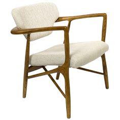 Dit is de #PolsPotten Caracas #fauteuil. Ga terug in de tijd met de Caracas fauteuil. Deze #stoel heeft een retro feel en tegelijkertijd iets koloniaals, zoals wel meer producten van het bijzondere Nederlandse designmerk Pols Potten dat hebben. Het #essenhouten skelet heeft mooie ronde vormen en de stoffering is van een crèmekleurige katoenmix. Op en top stijlvol, deze parel voor de #woonkamer. Verkrijgbaar bij #Flindersdesign #interieur #modern #klassiek #design