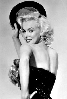 Marilyn Monroe publicity photo for Gentlemen Prefer Blondes Marylin Monroe, Fotos Marilyn Monroe, Marilyn Monroe Wallpaper, Classic Hollywood, Old Hollywood, Bild Tattoos, Gentlemen Prefer Blondes, Photo Portrait, Actrices Hollywood