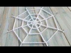 (crochet) How To Crochet a Spiders Web - Yarn Scrap Friday. Your support is appreciated, my Patreon page for exclusive patterns and tutorials: . More freebies and you can buy our yarn here: . Crochet Stitches For Beginners, Crochet Videos, Crochet Tutorials, Video Tutorials, Crochet Classes, Learn To Crochet, Lidia Crochet Tricot, Web Patterns, Knitting Patterns