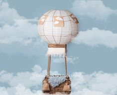 Hot air balloon fantasy newborn portrait baby in a balloon in the clouds Photography Props, Digital Photography, Newborn Photography, Air Ballon, Hot Air Balloon, Paper Balloon, Balloon Party, Foto Newborn, Newborn Photos