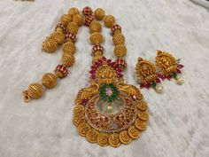 Beautiful long haaram with hallow ball design. Lng haaram with dual peacock design and lakshmi devi kasu hangings. Jewelry Design Earrings, Gold Jewellery Design, Bead Jewellery, Gold Temple Jewellery, Gold Jewelry, India Jewelry, Gold Necklaces, Jewelery, Jewelry Patterns