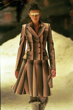 Alexander McQueen - Fall/Winter 1999 | Flickr - Photo Sharing!