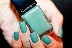 "Swatch of the nail polish ""Melange"" by Illamasqua by diamant sur l'ongle"