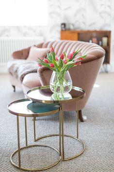 Curved vintage velvet pink sofa with brass side tables in Laura Butler Madden's master bed Bedroom Styles, Bedroom Designs, Vintage Velvet, Vintage Pink, Side Tables Bedroom, Farrow And Ball Paint, Brass Side Table, Pink Sofa, Stylish Bedroom