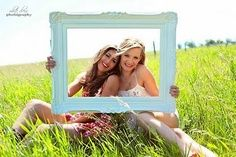 Best friend photo shoot without the frame
