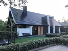 Woning IJsselstein - Bouwstructuur Sweet Home Design, Home Design Plans, Bungalow Extensions, Modern Villa Design, Entrance Design, Facade House, Farmhouse Design, Garden Architecture, Building Design