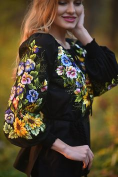 Black embroidered blouse with summer flowers makes it possible to dilute the gloomy charm of this autumn. My favorite black background and satin stitch, flowers on this background are burning, stand out - you don't need to say or write anything about them. These flowers simply