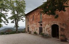 montestigliano office and view #montestigliano #tuscanvilla #villaintuscany #agritourismo #montestigliano #siena #tuscany #destinationweddingtuscany #weddingintuscany #love #friends