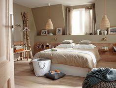 La natura in tutti i suoi toni - beige e color legno - tra coperte, pareti e pavimenti.