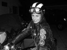 Cafe racing girl I love them racing Cafe Racing, Cafe Racer Motorcycle, Motorcycle Outfit, Girl Motorcycle, Motorcycle Fashion, Classic Motorcycle, Motorcycle Accessories, Lady Biker, Biker Girl