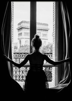 Girl in Paris Window Poster - Photo Noir et Blanc - Posterstore.