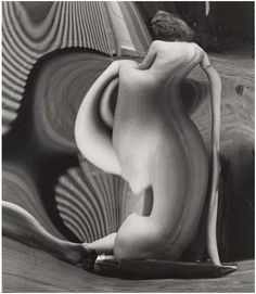 André Kertész - Distortion n° 82, Paris, 1933.