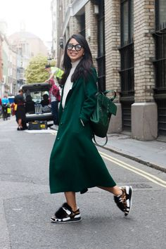深緑のコート&バッグで着こなしに統一感を|Yuwei Zhangzou |SPUR.JP