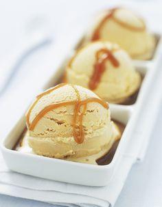 Recette Glace au caramel Thermomix : Faites caraméliser le sucre à feu doux dans une casserole avec 1 c. à café d'eau. Dès que le caramel prend une jolie...