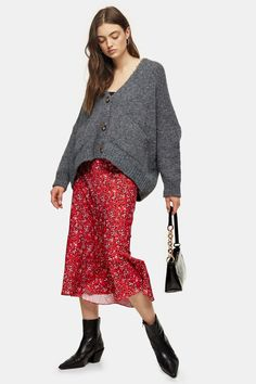 Topshop Red Animal Print Flounce Midi Skirt - Women Maxi Skirts on YOOX. The best online selection of Maxi Skirts Topshop. Topshop Outfit, Topshop Style, Winter Mode Outfits, Winter Fashion Outfits, Leggings Mode, Leggings Fashion, Floral Pleated Skirt, Midi Skirt, Topshop Boutique