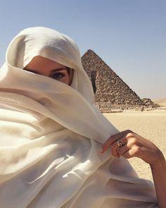 imagen descubierto por Tahire62. Descubre (¡y guarda!) tus propias imágenes y videos en We Heart It Modern Hijab Fashion, Muslim Fashion, Hijabi Girl, Girl Hijab, Beautiful Hijab, Beautiful Girl Image, Dark Photography, Photography Poses, Islamic Girl