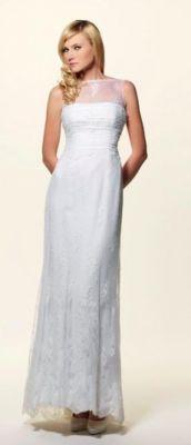http://www.lemienozze.it/gallerie/foto-abiti-da-sposa/img34680.html Abito da sposa dalla linea scivolata con pizzo chantilly e accenno di strascico