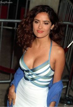 Sexy Photos of Salma Hayek The Cleavage Queen Salma Hayek Bra Size, Salma Hayek Hair, Salma Hayek Body, Selma Hayek, Salma Hayek Measurements, Body Measurements, Salma Hayek Pictures, Jolie Photo, Celebs