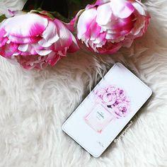 💗 Buongiorno 💗Il fiore della peonia è tra i più venerati in Oriente da migliaia di anni come portatore di fortuna e di un matrimonio felice. Appariscente, lussureggiante, elegante incarna amore e affetto, prosperità, onore, valore, nobiltà d'animo e, in piena fioritura, pace. Oggi sul mio blog vi parlo di come personalizzare la vostra cover con @caseable link in bio 😘😘😘 #fashion #fashionista #fashionblogger #love #style #cover #case #covergirl #coverup #ootd #instafashion #outfit #art…