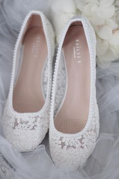hochzeitsschuhe flach WHITE LACE round toe flats with mini PEARLS - Women Wedding Shoes, Bridesmaid Shoes, Bridal Shoes Converse All Star, Wedding Boots, Wedding White, Wedding Flats For Bride, Wedding Lace, Bridal Flats, Flat Wedding Shoes, Perfect Wedding, Wedding Shoes