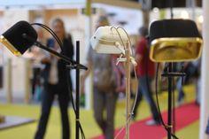 """La Lampe MOB par Swabdesign est dans le Top 3 MO13 de Selda Yurekten : """"MOB se décline également en noir velours ou avec une structure en bois de frêne massif – définitivement ma préférée."""" ©Selda Yurekten"""