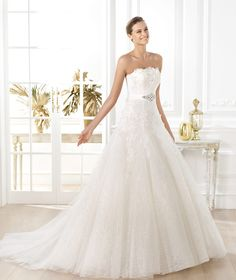 Wedding dress. Liceria wedding dress. Glamour 2014. Pronovias 2014. Collection Strapless neckline. R