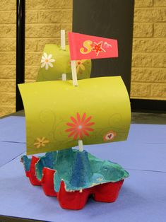 Great article (in French) for recycled egg carton pirate ships Kids Crafts, Boat Crafts, Summer Crafts, Toddler Crafts, Preschool Crafts, Projects For Kids, Diy For Kids, Diy And Crafts, Paper Crafts