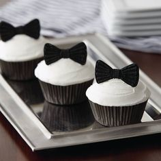 Dress up your cupcakes by learning how to pipe royal icing appliques in Course 2.