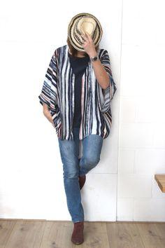 DIY la blouse Kimono «West» - Les Tissus du chien Vert Blouse Kimono, Gilet Kimono, Blouse Ample, Japanese Patterns, Sewing, Tops, Women, Diy, Ideas