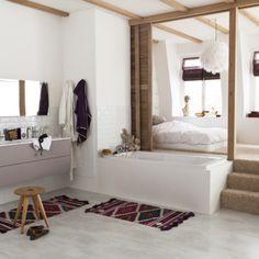 Chambre ouverte sur la salle de bain par Leroy Merlin