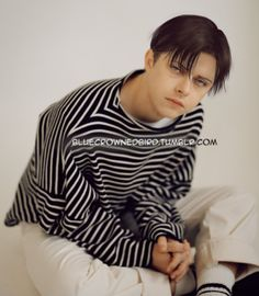 """bluecrownedbird: """" I did a new photoshop edit of Dane Dehaan as Levi Ackerman ♥ You can see all the previous ones here :) Melli ~ Don't share/repost without proper credit please. """" {Vean ese parecido con Levi ¿no son identicos? Levi Ackerman Haircut, Levi Haircut, Levi Cosplay, Naruto Cosplay, Delicious Boy, Attack On Titan Jean, Deviantart Drawings, Dane Dehaan, Fanart"""