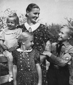 """Nazi propaganda photo: A mother, her daughters and her son in the uniform of the Hitler Youth pose for the magazine """"SS-Leitheft February 1943."""