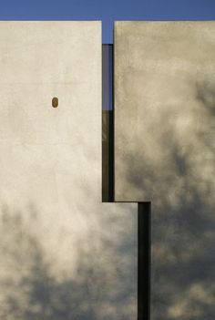 """Getting to the heart of things, is never easy"" - PHILIPPE STARCK - (Planar House by Steven Holl Architects)"