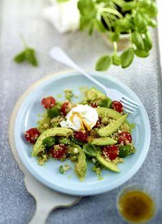 Unser beliebtes Rezept für Frühlingssalat mit Avocado und pochiertem Ei und mehr als 55.000 weitere kostenlose Rezepte auf LECKER.de.