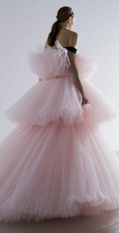 Spring 2016 ~ Haute Couture Pink Dress by Giambattista Valli . Pink Dress, Dress Up, Fairytale Fashion, Italian Fashion Designers, Giambattista Valli, Haute Couture Fashion, Pink Fashion, Vintage Fashion, Textiles