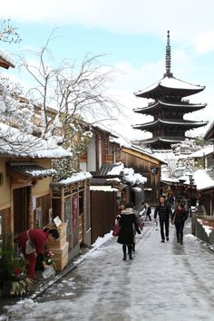 The pagoda of Yasaka, Higashiyama, Kyoto, Japan by Teruhide Tomori