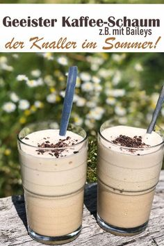 For example, with Baileys. - Iced coffee foam, the hit in the summer in the heat, better than iced coffee, latest vegan trend po - Frappuccino, Frappe, Smoothie Recipes, Smoothies, Smoothie Detox, Drink Recipes, Easy Cooking, Cooking Recipes, Mousse