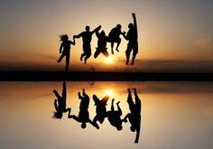 """友達のABC (The ABC's of a Friend)  A FRIEND . . . . . (友達って言うのは、)  A ccepts you as you are (A:あなたのあるがままを受け入れ、)  B elieves in """"you"""" (B:あなたを信じ、)  C alls you just to say """"HI"""" (C:あなたには、気軽に""""やあ""""と声をかけ、)  D oesn't give up on you (D:あなたを、見放すことなく、)  E nvisions the whole of you (even the unfinished parts) (E:あなたの全てを見つめ、欠点でさえ)  F orgives your mistakes (F:あなたの過ちをゆるし、)  G ives unconditionally (G:無条件に与え、)  H elps you (H:あなたの力になり、)  I nvites you over (I:あなたをあたたかく導き、)  J ust """"be"""" with you (J:ただ、いっしょに居てくれたり、)  K…"""