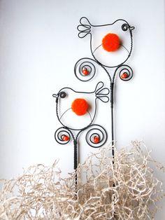Ptáček  bambulka - zápich oranžový Wire Crafts, Metal Crafts, Wire Wrapped Jewelry, Wire Jewelry, Wire Wrapping Tools, Rustic Crafts, Wire Weaving, Beads And Wire, Wire Art