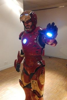 Character: Iron Man (Tony Stark) / From: MARVEL Comics 'Iron Man' & 'Avengers' / Cosplayer: Unknown