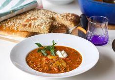 En värmande och matig köttfärssoppa. Den perfekta vardagsmaten, servera med ett gott bröd och du har en riktig kalasmiddag serverad.
