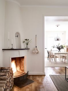 Diy Fireplace, Living Room With Fireplace, Fireplace Design, Fireplaces, Dream Home Design, House Design, Scandinavian Home, Home And Living, Interior Design