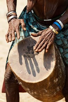 """Female Humanities & Oral Memory Traditions """"Old woman from the Muchimba or Himba tribe, playing the drum during the 2 day celebration of Mufinco (where they celebrate the change from girl to woman) - Angola ‹ Imagevue Gallery - Johan Gerrits"""" Pub Radio, Tattoo Musica, Himba People, African Drum, Drums Beats, African Culture, People Around The World, Black Art, Old Women"""